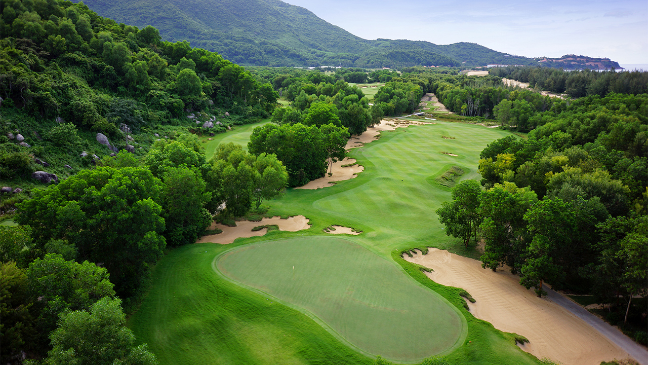 Bangkok - Danang (2-Country) Golf Package 9 Days / 8 Nights